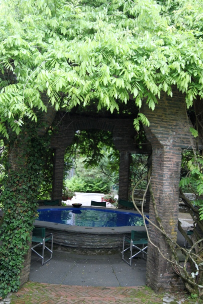 The Finger Bowl Dining Table (I won't even get into the English Ivy...)